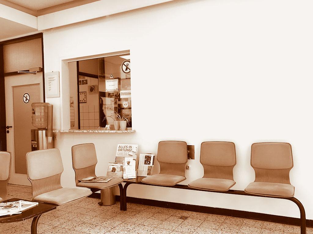 Arztbesuch volles Wartezimmer - Ansteckungsgefahr